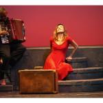 """""""Per la strada – mmiezz' 'a via"""", diretto e interpretato da Lina Sastri, al Teatro Bellini di Napoli dall'11 al 13 maggio 2012"""