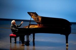 Recital di Aldo Ciccolini, con un programma dedicato a Mozart, Clementi e Debussy, al Teatro San Carlo di Napoli