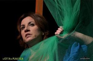 """Recensione dello spettacolo """"La città di plastica"""" con Claudia Campagnola"""