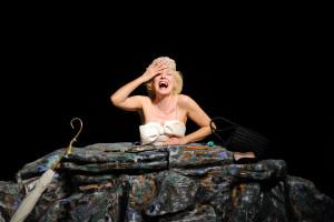 """""""Giorni Felici"""" di Samuel Beckett, per la regia di Andrea Renzi, al Teatro Antonio Ghirelli di Salerno"""