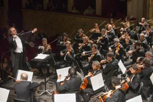 Stefan Anton Reck sul podio dell'Orchestra del Teatro San Carlo con la partecipazione del violinista Fabrizio Von Arx