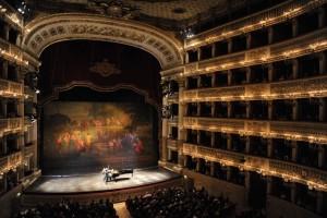 Uto Ughi torna al Teatro San Carlo di Napoli insieme ad Alessandro Specchi, venerdì 5 dicembre 2014