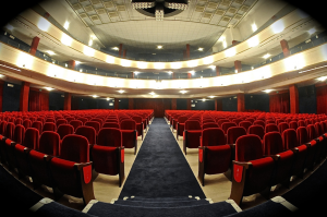 """""""Una festa esagerata!"""", commedia scritta, diretta e interpretata da Vincenzo Salemme dal 15 novembre al 3 dicembre 2017 al Teatro Diana di Napoli"""