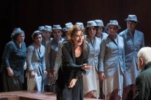 """""""Medea"""" di Euripide, per la regia di Gabriele Lavia, dal 17 al 28 febbraio 2016 al Teatro Mercadante di Napoli"""
