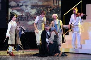 """Recensione dello spettacolo """"Candide"""" di Mark Ravenhill, per la regia di Fabrizio Arcuri, al Teatro Mercadante di Napoli"""