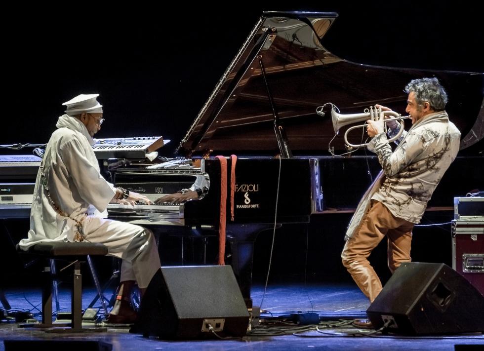 Paolo Fresu, Omar Sosa e Jaques Morelenbaum in concerto all'Arena Flegrea di Napoli, il 1° agosto 2016