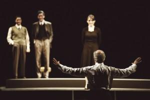 """Recensione dello spettacolo """"Elvira"""", diretto ed interpretato da Toni Servillo, al Teatro Bellini di Napoli"""