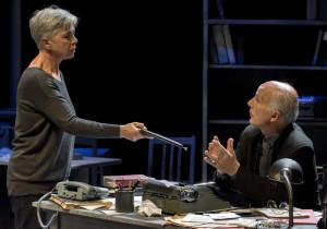 """Ottavia Piccolo in """"Enigma"""" di Stefano Massini, regia di Silvano Piccardi, dal 22 al 26 febbraio 2017 al Teatro Nuovo di Napoli"""