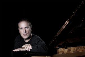 """Il """"Premio Abbiati"""" Alexander Lonquich torna al Teatro San Carlo di Napoli il 23 novembre 2017 nel ruolo di pianista e direttore per un concerto dedicato a Mozart"""