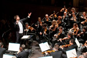 Juraj Valčuha torna sul podio del Teatro San Carlo di Napoli per il Concerto di Natale con il soprano Maria Agresta, il 20 dicembre 2017 alle ore 18