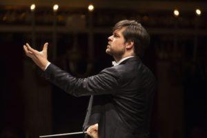 Valčuha dirige il violinista Valeriy Sokolov, l'11 novembre 2018 al Teatro San Carlo di Napoli