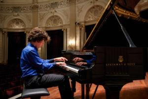 Il pianista Francesco Maria Navelli, talento 14enne campano, il 9 novembre 2018 al Teatro Salvo D'Acquisto di Napoli