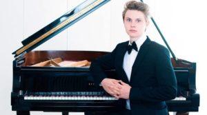Maximilian Trebo suona Beethoven, Chopin e Schumann per il Maggio del Pianoforte , il 15 dicembre 2019 a Villa Pignatelli